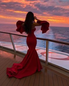 A red dress is just like a little black dress, timeless and elegant. Wearing red clothing will also raise your self-confidence, and you will feel magnificent. Cute Prom Dresses, Ball Dresses, Elegant Dresses, Pretty Dresses, Beautiful Dresses, Ball Gowns, Evening Dresses, Formal Dresses, Wedding Dresses