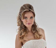Inspiração de cabelo e make para noivas.