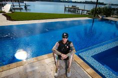As seen on season 5 of The Vanilla Ice Project, Rob and his ninjas design and build a gorgeous wet edge and infinity edge pool with a breathtaking view of the Palm Beach Intracoastal Waterway. The pool features a built-in hot tub and is flanked by a herringbone travertine stone deck.
