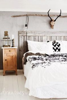 Bohemian Bedroom Decor Ideas - Find out ways to understand bohemian area design with these bohemia-style spaces, from eclectic bed rooms to loosened up living areas. Vintage Industrial Bedroom, Bedroom Vintage, White Rustic Bedroom, Rustic Bedroom Furniture, Rustic White, Black Furniture, Country Furniture, White Wood, Industrial Style