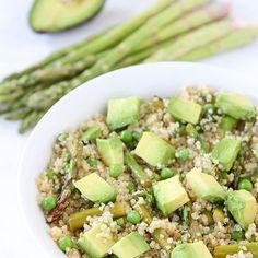 Quinoa Salad with Asparagus, Peas, Avocado & Lemon Basil Dressing. To make it more paleo, perhaps use cauliflower rice instead of quinoa Quinoa Salad Recipes, Vegetarian Recipes, Healthy Recipes, Detox Recipes, Fast Recipes, I Love Food, Good Food, Quinoa Salat, Avocado Quinoa