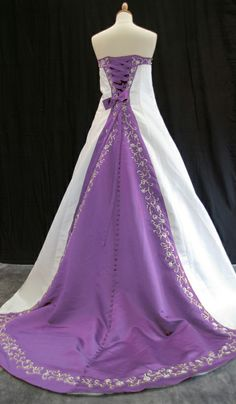 Not that I'm getting married again LOL but LOVE this dress! <3