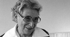 Emilie Madleine Reich nació en Viena el 9 de enero de 1902. A los 28 años, al contraer matrimonio, adoptó el nombre con el que ha pasado a la historia:Emmi Pikler. Pediatra de formación, Pikler desarrolló un modelo pedagógico basado en la confianza en las capacidades y la autonomía de los niños, así como en ... Read more Gym, Baby, Baby Education, Sentences, Activities, Vienna, Confidence, January, Past