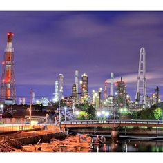 Instagram【kankomie】さんの写真をピンしています。 《三重県四日市市の工場夜景。 工場夜景の「聖地」とも呼ばれるほど、美しい夜景です。 四日市コンビナート夜景クルーズも人気です。 ※この写真は、第42回写真コンテスト応募作品です。  #日本#三重#三重県#四日市市#四日市#工場夜景#観光#旅行#四日市コンビナート#夜景#工場夜景クルーズ #四日市工場夜景 #フォトコンテスト #japan#mie#travel#sightseeing#yokkaichi#nightview#일본#미에#三重縣#三重县#Japon#Japón#Japão#giappone#ประเทศญี่ปุ่น#nihon》