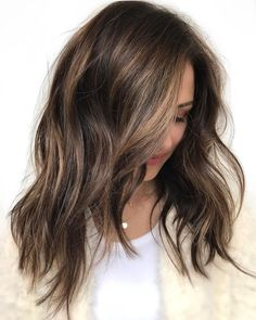 70 Flattering Balayage Hair Color Ideas for 2019 Long Choppy Brown Hair With Highlights Brown Hair Balayage, Hair Color Balayage, Balayage Highlights, Balayage Hairstyle, Hair Colour Brown Highlights, Dyed Hair Brown, Soft Balayage, Honey Highlights, Partial Highlights