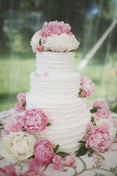 Peonies on your wedding cake! Most popular wedding flowers and ways to use them via Bridal Musings, Perfect Wedding, Dream Wedding, Wedding Blog, Wedding Ideas, Spring Wedding, Elegant Wedding, Wedding Events, Rustic Wedding