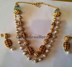 Jewellery Designs: Pearls Necklace by Boorugu Jewellers Royal Jewelry, India Jewelry, Temple Jewellery, Pearl Jewelry, Gold Jewelry, Beaded Jewelry, Jewelery, Beaded Necklace, Jewelry Design Earrings