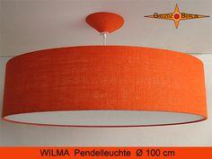 Loungleuchte WILMA Ø 100 cm mit Diffusor aus naturbelassener, orangefarbener Jute / Rupfen.  Die schöne Struktur des Gewebes kommt bei Beleuchtung zur besonderen Geltung und verbereitet im Raum ein natürliches, warmes Licht.