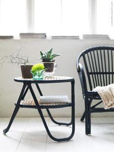 Vid Vietnams Mekongdelta växer vattenhyacinten rikligt - den skördas, torkas och flätas till korgar, mattor och andra användbara produkter. Den 27/3 kommer en ny tillfällig kollektion till IKEA varuhusen som består av möbler och inredningsdetaljer i förnyelsebara naturmaterial som vattenhyacint, rotting, bambu och sjögräs.
