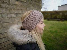 Be beautiful in winter! Warm and gentle ear warmer. Knitting with love! Ear Warmers, Winter Hats, Trending Outfits, Brown, Awesome, Unique Jewelry, Handmade Gifts, Etsy, Vintage