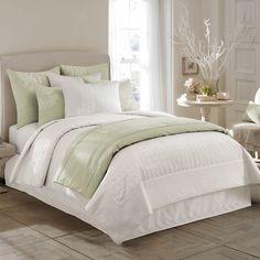 A Tapestry of Dreams: http://www.beddingstyle.com/blog/celebrity_bedroom...