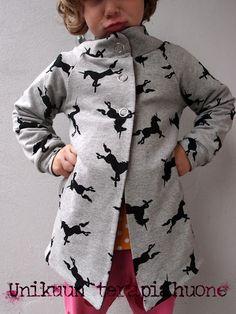 Reversible coat by unikuun terapiahuone