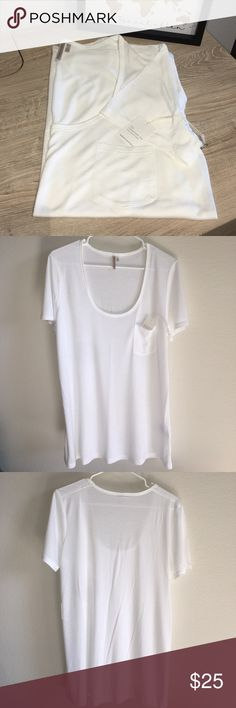 Ladies Banana Republic Signature Tee Collection Classic white, super soft t-shirt from the Banana Republic 'Signature Tee Collection'. It's a scoopneck style with a perfect-sized front pocket and is new with tags attached / has never been worn. Light and airy fabric is so versatile and can be worn with jeans, or dressed up under a cute blazer. Banana Republic Tops Tees - Short Sleeve