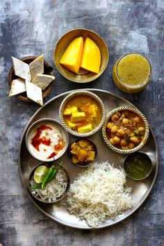 On certain festive occasions or family get together, the meal has to be elaborate and indulgent. We like to call them Indian Thali Meals, where the platter is lined with an array of delicious dishes. Healthy Food Recipes, Veg Recipes, Asian Food Recipes, Cooking Recipes, Veg Thali, Bengali Food, Nutrient Rich Foods, Desi Food, Indian Dishes