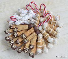 cele mai fine fursecuri cu nuca reteta pas cu pas Cookie Recipes, Waffles, Biscuits, Christmas Wreaths, Sweets, Cookies, Holiday Decor, Desserts, Unt
