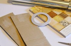 Make your own DIY custom drawer dividers in under 15 minutes. Best of all, no fancy tools or materials needed. These diy cardboard drawer dividers are quick and easy solutions that cost next to nothing and will help you organise your clothes in a flash Cardboard Drawers, Plastic Drawers, Diy Drawers, Diy Cardboard, Konmari, Kitchen Drawer Dividers, Easy Easter Crafts, Mason Jar Crafts, Easy Gifts