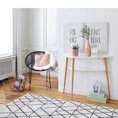 tapis noir et blanc graphique, decoration salon