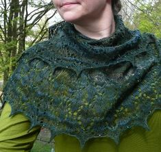 $$ Pattern Ravelry: Little Leaves by zuzusus, with bead knitting.