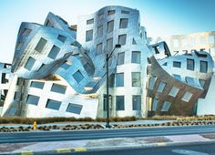 """The """"I have an idea"""" in Tokyo reveals the meticulous design process that goes into each of Frank O. Gehry's prize-winning buildings around the world."""