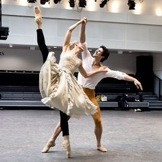 #RobertoBolle Roberto Bolle: Rehearsing #manon @royaloperahouse #ZenaidaYanowsky ph @dancersdiary #royalballet