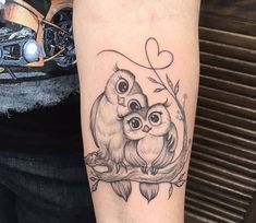 new school owl tattoo design Baby Owl Tattoos, Cute Owl Tattoo, Owl Tattoo Small, Mom Tattoos, Trendy Tattoos, Small Tattoos, Sleeve Tattoos, Tattoo Owl, Tattos