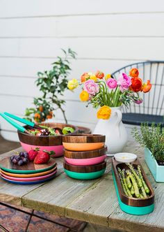 LOVE these colorful wooden plates and bowls for summer alfresco dining. RedEnvelope via sfgirlbybay Wooden Plates, Wooden Bowls, Deco Restaurant, Do It Yourself Inspiration, Red Envelope, Dish Sets, Al Fresco Dining, Deco Table, Plates And Bowls