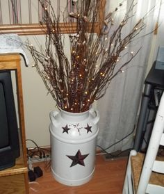 made from old milk can and electric lights I need ideas on how to decorate my old milk can. the lighted branches are a must, just don't know what color to paint Country Crafts, Country Decor, Rustic Decor, Farmhouse Decor, Prim Decor, Farmhouse Ideas, Primitive Homes, Primitive Crafts, Primitive Decorations