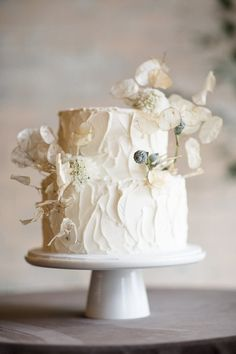 Lunaria is the shimmery dried flower everyone is talking about and this organic wedding inspiration is full of it! Lunaria is the shimmery dried flower everyone is talking about and this organic wedding inspiration is full of it! Black Wedding Cakes, All White Wedding, Beautiful Wedding Cakes, Beautiful Cakes, Gold Wedding, Floral Wedding, Purple Wedding, Spring Wedding, Elegant Wedding