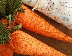 Cenouras de tecido para decoração na Páscoa.