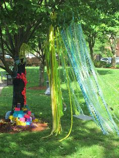 Under 3 Roofs- a blog from a Reggio Emilia school in Cambridge, MA.  Post about preschoolers interacting with outdoor tactile installation art.  @Nan Howe