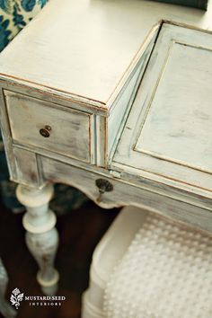 Miss Mustard Seed  Annie Sloan Chalk Paint,  I want to paint some furniture cool like in this blog!