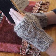 Cabled Owl Fingerless Gloves with pattern #diy #knitting