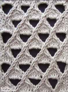 Grand Eyelet Lattice  |  knittingstitchpatterns.com