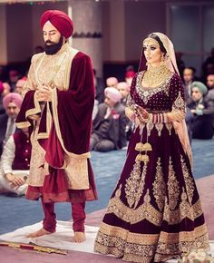 Get yourself dressed up with the latest lehenga designs online. Explore the collection that HappyShappy have. Select your favourite from the wide range of lehenga designs Wedding Lehnga, Indian Bridal Lehenga, Indian Bridal Outfits, Indian Bridal Wear, Indian Dresses, Bridal Dresses, Desi Wedding, Sikh Wedding Dress, Wedding Mandap