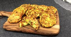 Simple and healthy vegetable fritters in your pie maker made with zucchini, carrot and corn that are full of flavour and make a great lunch or snack. Serve with yoghurt, sour cream, salsa or chutney. Mini Pie Recipes, Quiche Recipes, Easy Meal Prep, Easy Meals, Breville Pie Maker, Creamed Corn Recipes, Gluten Free Pie, Mini Pies, Mediterranean Recipes