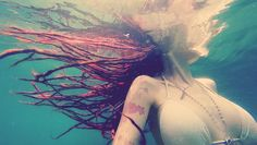Can you swim in the ocean with dreadlocks? This is a question that I get a lot, yes you can take a plunge in the ocean with your dreadlocks but y Dreadlocks Updo, Synthetic Dreadlocks, Locs, Hippie Culture, Take A Shower, White People, Just In Case, Shampoo, Hair Makeup