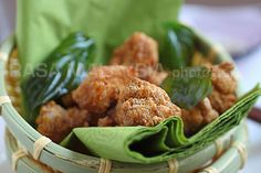 Salt and pepper chicken is a favorite Taiwanese street food. Easy salt and pepper chicken recipe that you can try at home. A great afternoon snack.