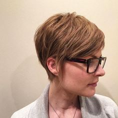 We love short hair by @mitchelldoesstuff  #shorthair #pixiecut #foils #shorthairdontcare #headlinessalonspa #greatday #edmonton #yeg #yeghair #yegstylist #yegstyle #yegdt #yegsalon #aveda