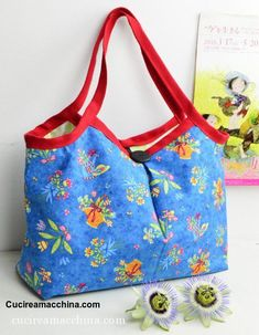 DIY Videotutorial di cucito creativo per imparare a cucire, step-by-step, una bo. DIY Creative sewing video tutorial to learn how to sew, step-by-step, a summer fabric bag with medium-long handles a Big Makeup Bags, Makeup Bag Pattern, Medium Long, Learn To Sew, Cosmetic Bag, Free Pattern, Diy, Pocket, Tote Bag