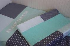 Mint en grijs kinderkamer set: dekbedovertrek en aankleedkussenhoes. Gemaakt door het Koningshuisje, naar jouw wensen