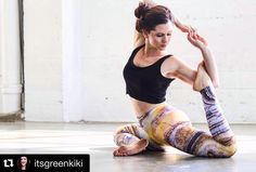 Looking graceful in Intelligent leggings. Inspired by an agate Crystal. This stone helps strengthen the intellect.  Confusedgirlinthecity.com  #confusedgirl #yoga