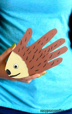 Simple Handprint Hedgehog Craft for Kids Hand Crafts For Kids, Animal Crafts For Kids, Craft Activities For Kids, Animals For Kids, Fun Crafts, Art For Kids, Morning Activities, Fall Arts And Crafts, Arts And Crafts House
