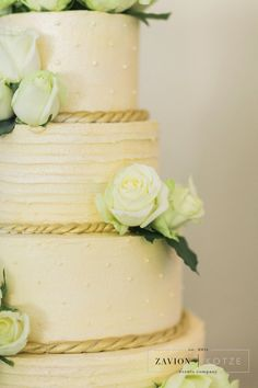 White roses, wedding cake, gold and white cake Green Wedding, Wedding Flowers, Gold And White Cake, Event Company, White Roses, Vanilla Cake, Wedding Planner, Wedding Cakes, Floral Design