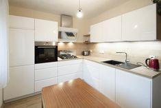 Bílou kuchyní se dřevem si paní udělala radost v důchodu Kitchen Cabinets, Home Decor, Decoration Home, Room Decor, Cabinets, Home Interior Design, Dressers, Home Decoration, Kitchen Cupboards