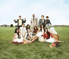 kardashian family photo shoot. i wish i was in their family.