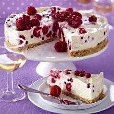Cream cheese and berry cake with biscuit crumbs recipe DELICIOUS- Frischkäse-Beeren-Kuchen mit Keksbröselboden Rezept Sweet Recipes, Cake Recipes, Snack Recipes, Dessert Recipes, Cream Cheese Recipes, Ice Cream Recipes, Food Cakes, Fall Desserts, No Bake Desserts
