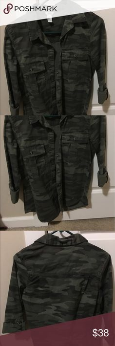 Army Green Camo shirt Really nice button down green camo shirt with a really nice quality material. Literally never worn just took the tags off :) Forever 21 Tops Button Down Shirts