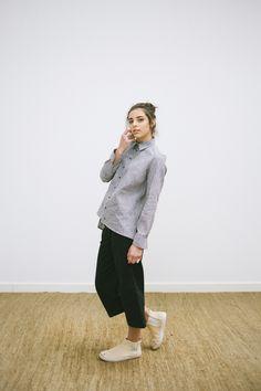 LOOK 6 -  catalogo - calça midi - camisa com detalhes no ombro em algodão