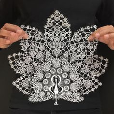 A Japanese artist shares incredible paper cutting art work with the world. This hypnotizing artwork is a must see for all. Origami, Paper Cutting, Cut Paper, Paper Lace, Papercut Art, Paper Cut Design, Diy Papier, Paper Artwork, Paper Artist