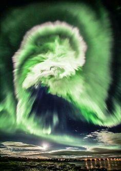 Aurora Boreal sobre a Islandia.